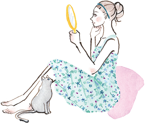 鏡をみて美容を意識している女性です。
