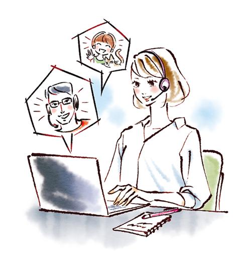パソコンでリモートワークしている女性