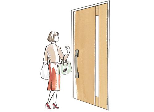 帰宅してドアの前に立つお母さんのイラスト