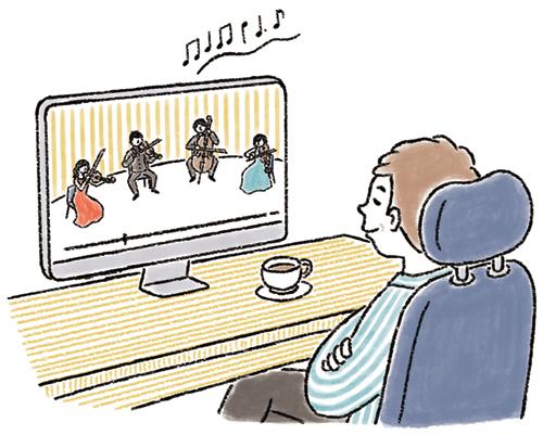 パソコンでライブ鑑賞をする男性