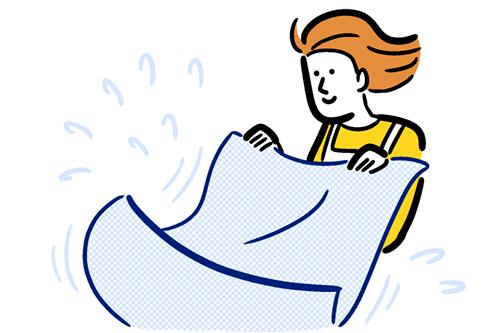 タオルをバサバサしている女性